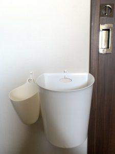 セリア ファインボックス壁掛け用ホワイト(壁掛けゴミ箱)