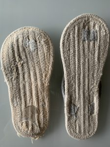 無印良品 インド綿ルームサンダル・鼻緒とベルメゾン コットンサンダル比較