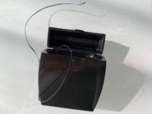 セリア デンタルフロス[ワックス]フロス色ブラック